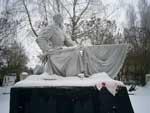Братское кладбище павших воинов и партизан, освобождавших в феврале 1944 года поселок от фашистских захватчиков