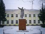 Памятник В.И. Ленину перед Отделом Культуры