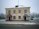 Здание слева от универмага «Русь»